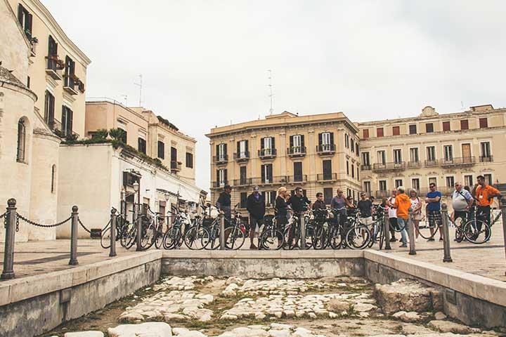 Piazza Ferrarese a Bari vecchia