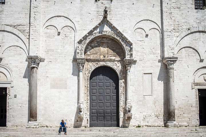 basilica di san nicola a bari una delle più famose chiese di bari