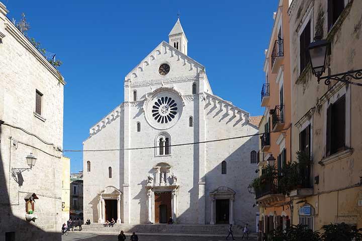 cattedrale di san sabino. famosa chiesa a bari vecchia